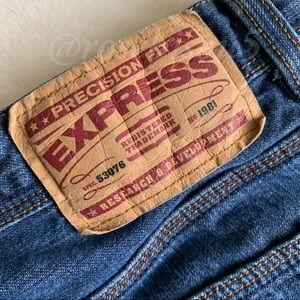 Express Jeans - {EXPRESS} Boyfriend Lowrise Bootcut Jean
